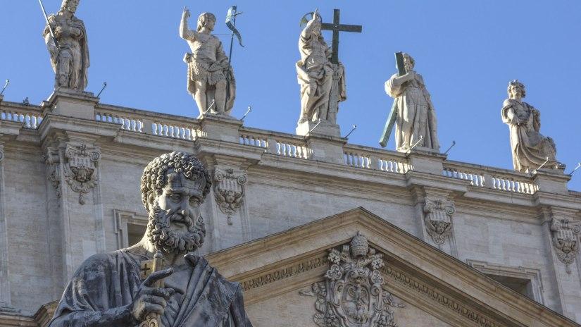Estatua-de-San-Pedro-en-la-Basílica-de-San-Pedro-el-Vaticano
