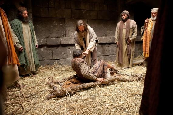 34_jesus-forgives-sins-and-heals-a-man-stricken-with-palsy_1800x1200_300dpi_3-570x380