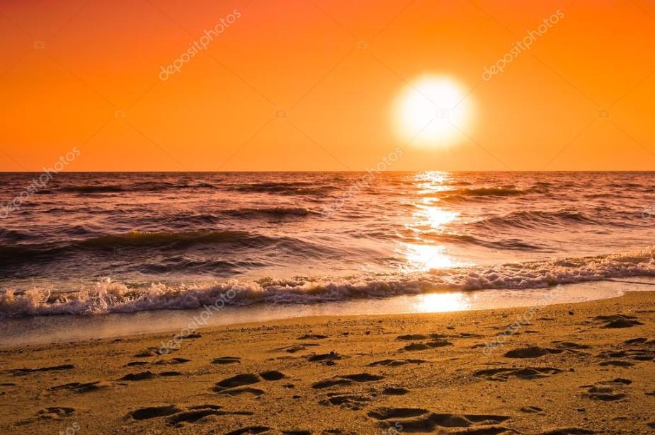 depositphotos_106346952-stock-photo-colorful-dawn-over-sea
