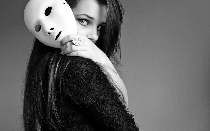 women-models-masks-monochrome-2560x1600-wallpaper-565922